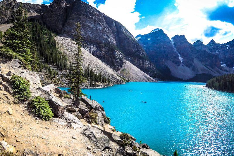 Lago Moraine en Banff. Oferta de gran viaje de naturaleza.